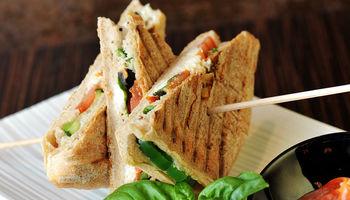 Hari Super Sandwich