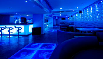 Waves Bar & Lounge