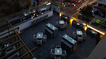Vandaag - Rooftop Bar and Grill,The Gateway Hotel Hinjewadi, Pune