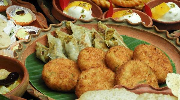 Top 10 Irresistible Durga Puja offers from Kolkata Restaurants