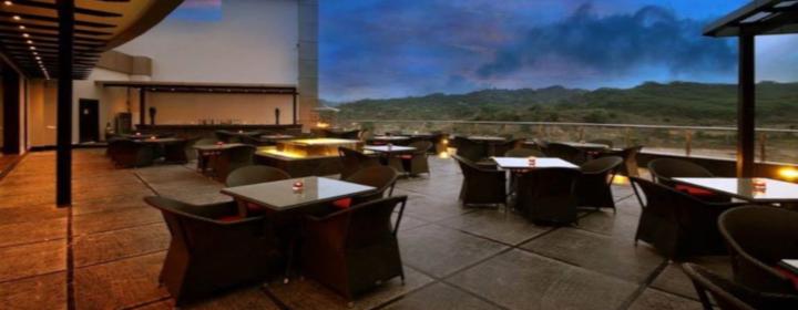 Patio Terrasse Golden Tulip Chandigarh Chandigarh Restaurants