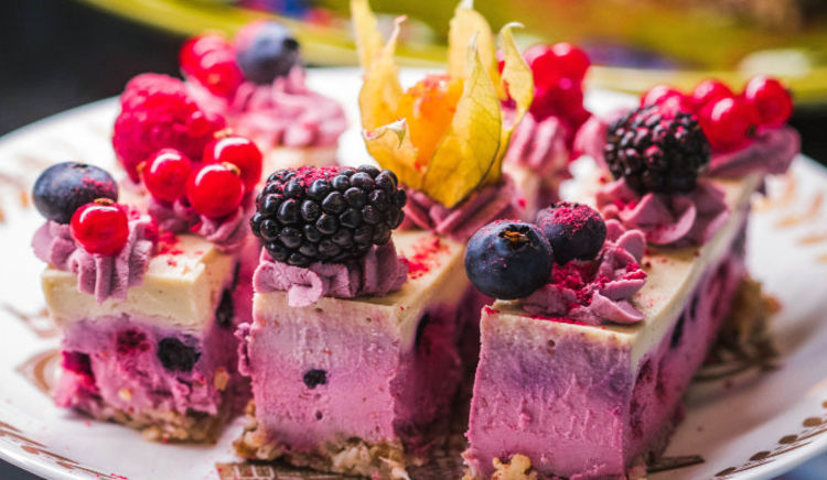 As many vegetarians are keen to have eggless cakes and pastries, many vegetarian bakeries and cafes have mushroomed in the city!
